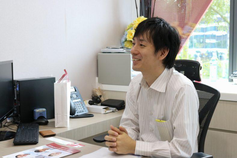 No.8 田所優一様(ニチイインターナショナルクリニックinシンガポール)「周囲の人たちとコミュニケーションをとれることが求められています」